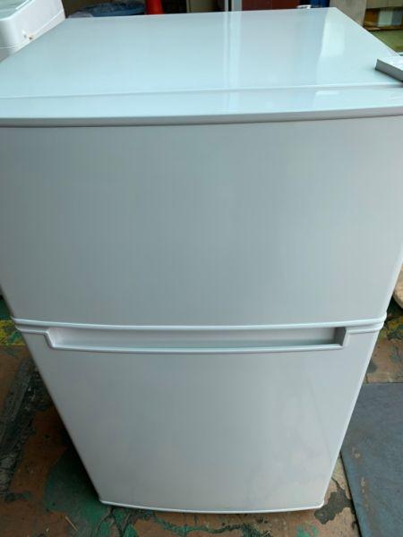 ハイアール2ドア冷蔵庫 AT-RF85B